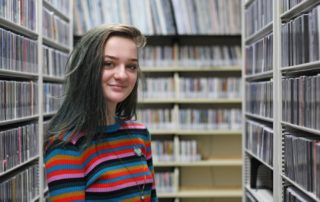 MG21 student Circe Johnson in WPR's music library during a field trip. (Jenny Peek/WPR)