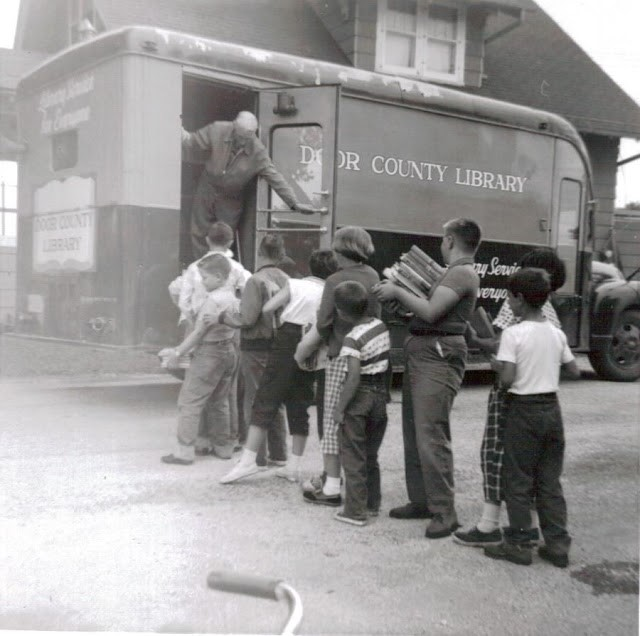 Readers line up outside the Door County Bookmobile. (Courtesy of Egg Harbor Historical Society)