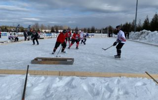 Door County Pond Hockey Tournament Brings Together Friends, Volunteers